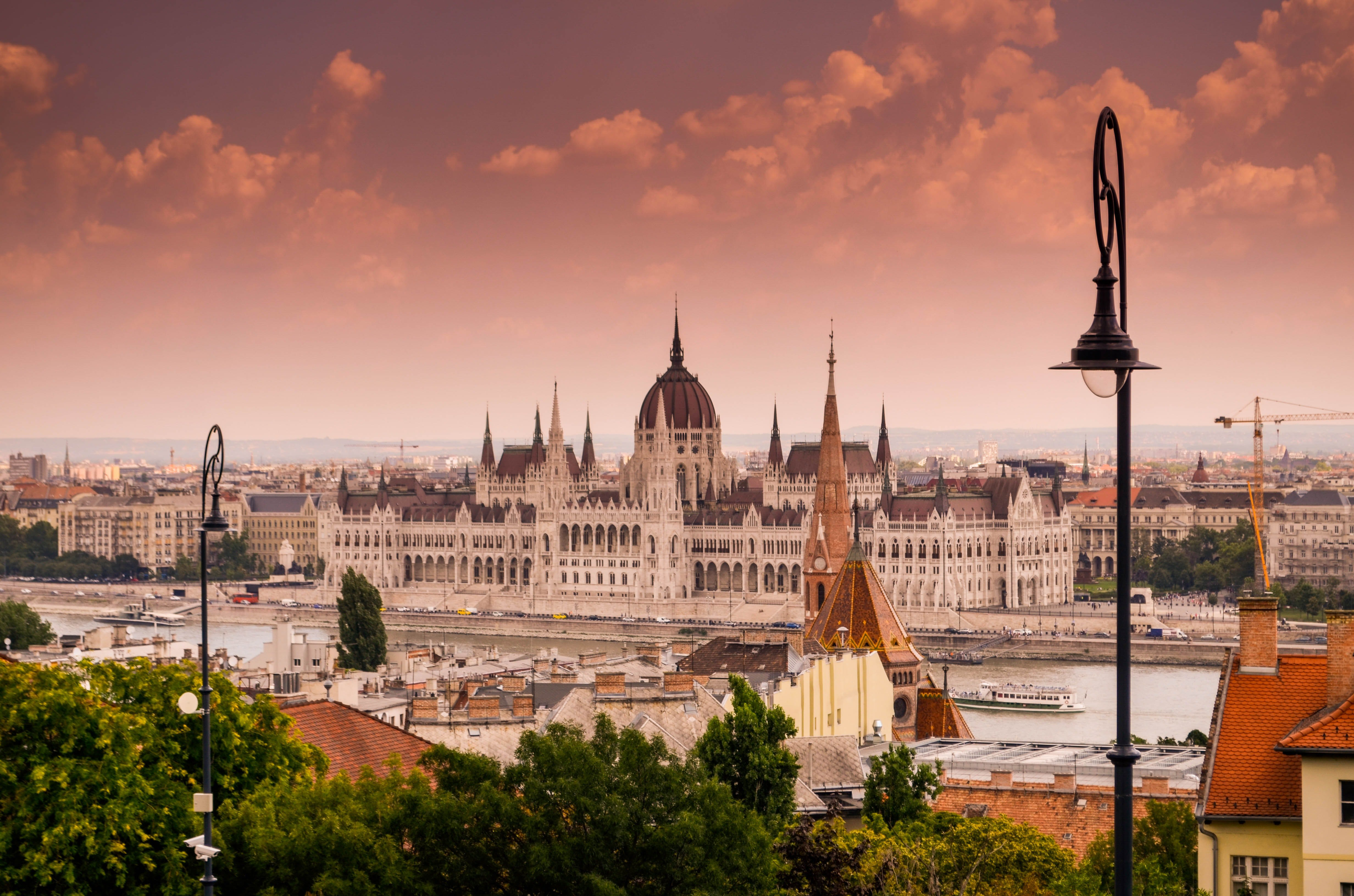 Budapest_kate-kasiutich-qnUg1rdnUlk-unsplash.jpg