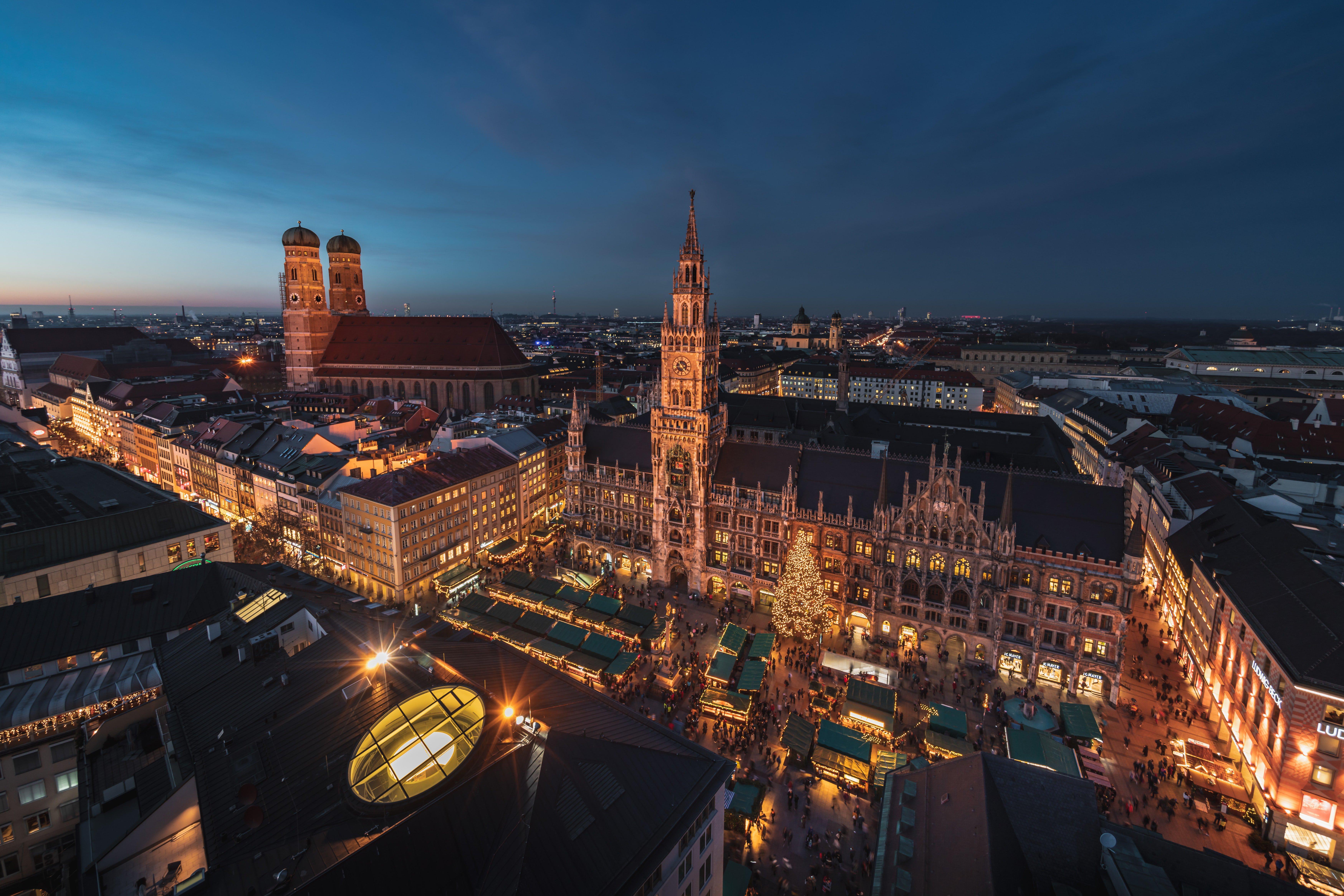 Munich_daniel-sessler-C6l894Q7wpI-unsplash.jpg